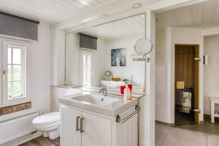 Blick in das Badezimmer im EG